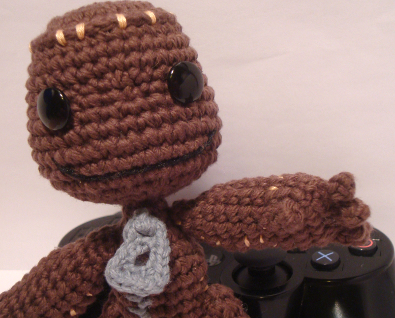 Celebrity knitting guru Alan Dart releases Sackboy knitting