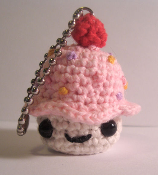 Amigurumi Cat Kawaii Keychain Crochet Free Pattern - Crochet & Knitting | 578x523